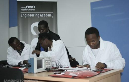 1-Samsung-Engineering-Academy-in-Africa-b-635x424