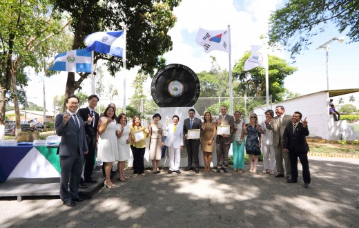 Chairman Man Hee Lee, Mayor Munguía of Santa Tecla, and City Council members are posing in front of the Peace Monument